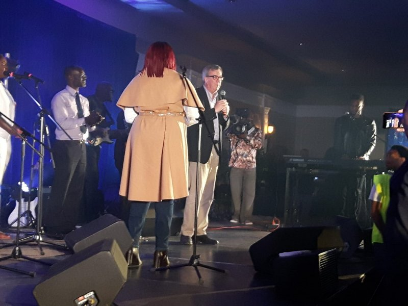Mayor Jim Watson welcomes Sinach