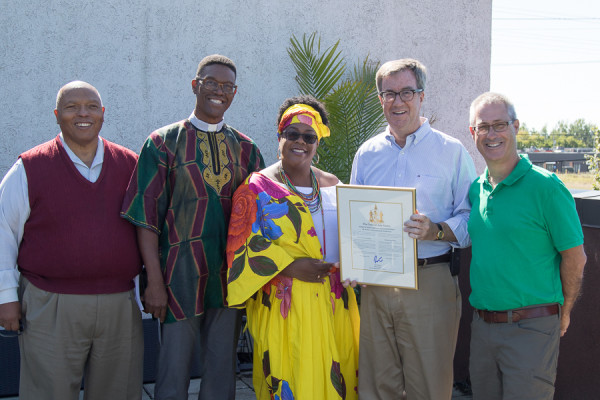 Suzan Lavertu receives message of congratulations from Mayor Jim Watson, with Ewart Walters, Rev. Bailey and Councillor Egli